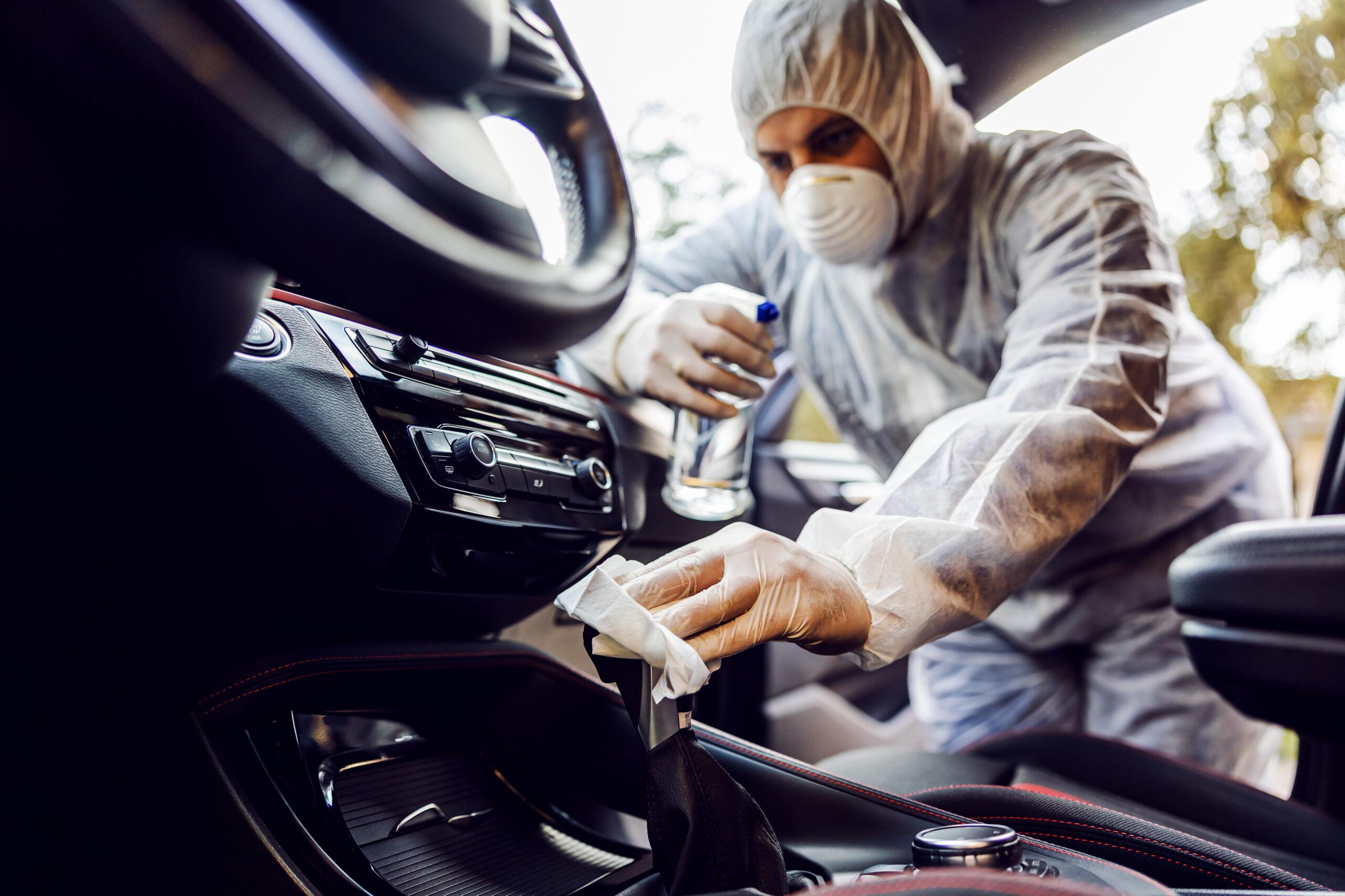 Disinfezione e igienizzazione profonda degli interni dell'auto